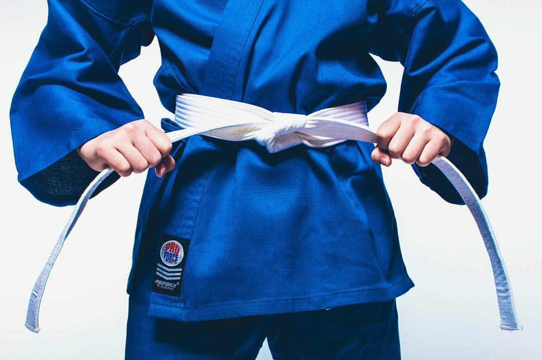 The Ultimate Guide To Tying Your Belt | AWMA Blog